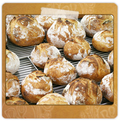 焼きあがったパンの数々。