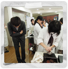 堀木先生もみんなの授業の様子をのぞきに来ていましたよ