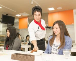 藤田さんカフェ実習の様子